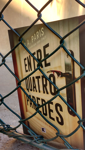 ENTRE QUATRO PAREDES